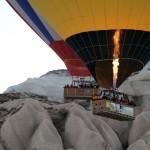 Twee ballonnen door de vallei in Cappadoccië