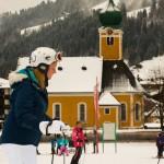 Mandy voor het eerst aan het skiën