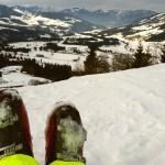 Skischoenen in de sneeuw