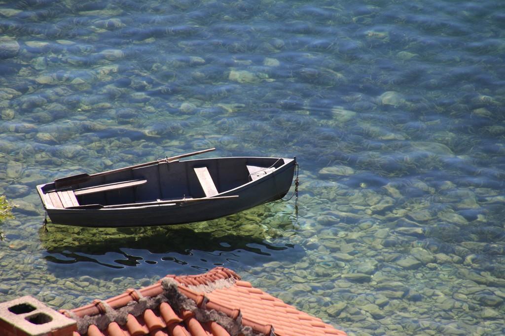 Helder water in het meer van Ohrid
