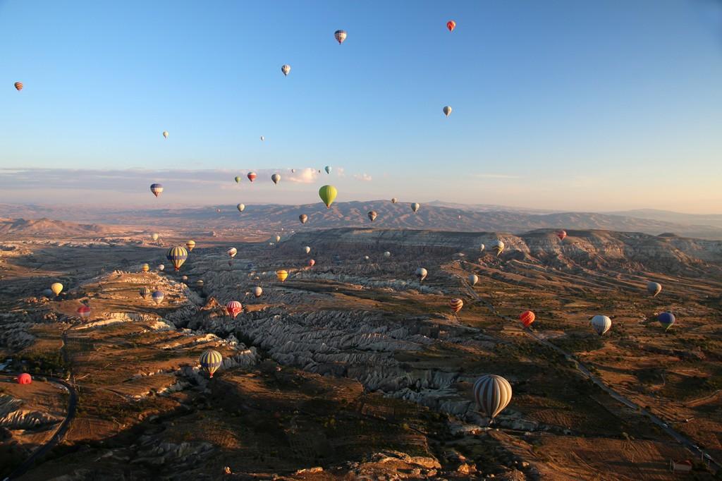 Tientallen ballonnen over Cappadocië