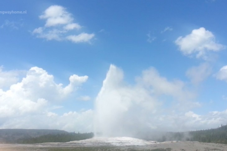 Old Faithful geiser in Yellowstone National Park