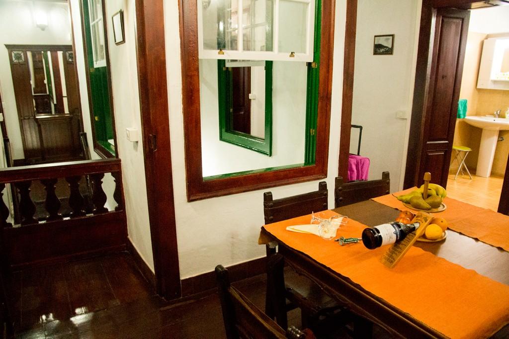 Binnenplaats die naar vele kamers leidt