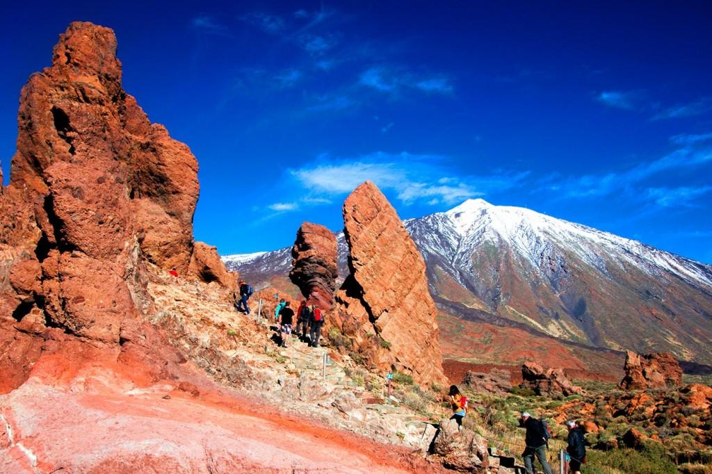 Roques de García (Garcia Rocks) met El Teide op de achtergrond