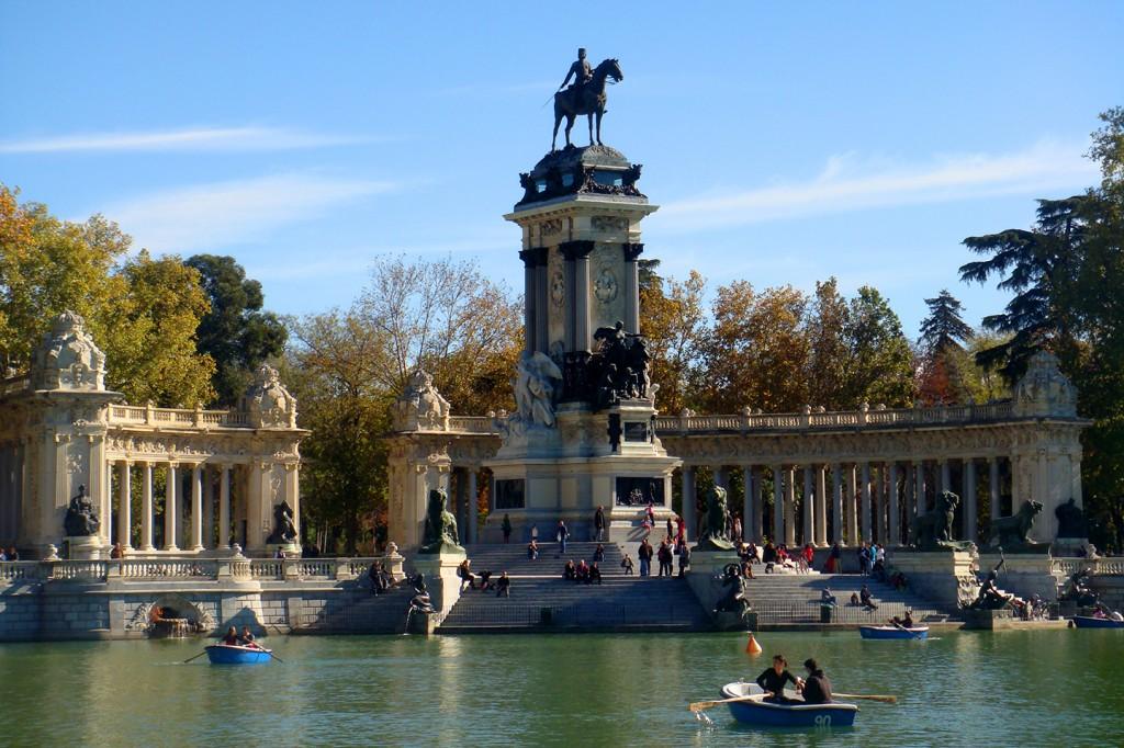 Monument van Alfonso XII uit 1922 in Parque del Buen Retiro