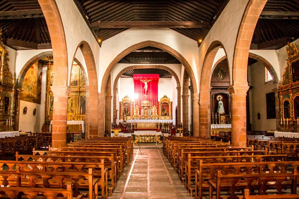 """Binnenin de kerk """"Iglesia de La Virgen de la Asuncion"""""""