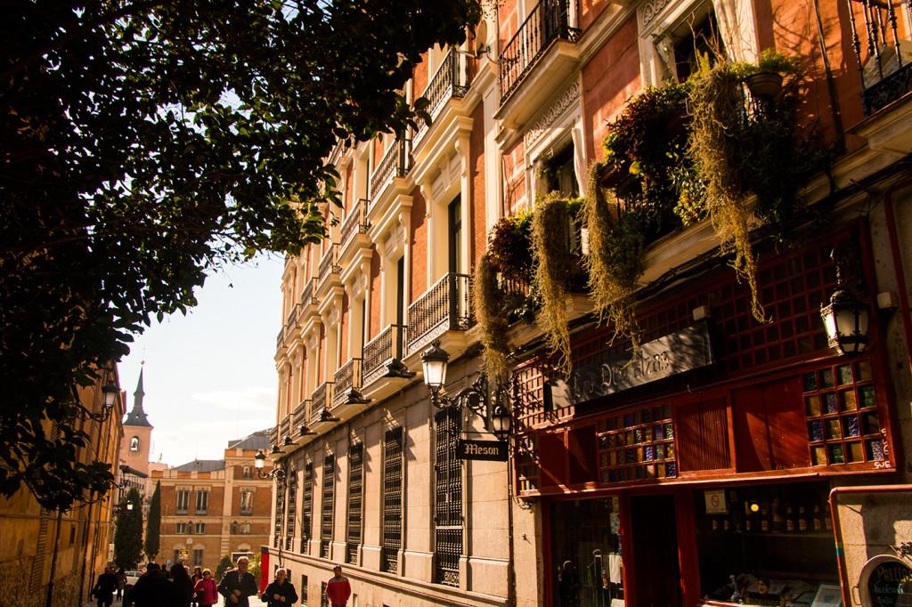 Overal in Madrid vind je mooie balkonnetjes
