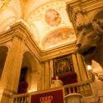 De mooie ingang van het koninklijk paleis