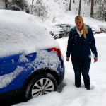 Onze nieuwe auto is al helemaal ingesneeuwd