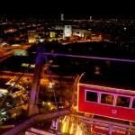 Uitzicht vanuit het reuzenrad met een romantisch diner in wagon 12