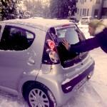 Mandy moest soms de auto uit de sneeuw duwen