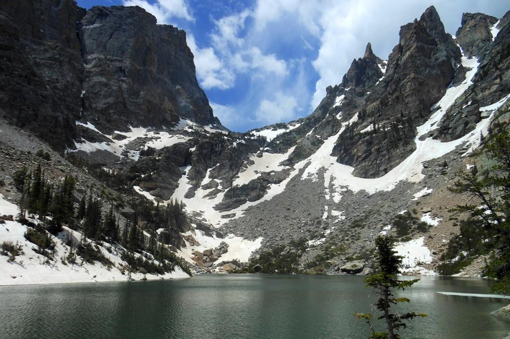 Het bovenste meer in het Rocky Mountain National Park